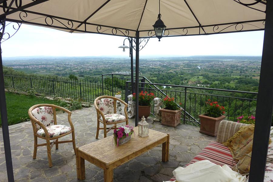 Agriturismo Campo Fiorito - Terrazza Panoramica con Gazebo - Agriturismo Campo Fiorito - Via Dei Rocchi 190, 51015 - Monsummano Terme (PT) - Toscana - Italia